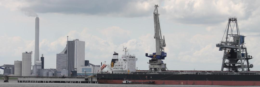Kohlekraftwerk und-Pier in Wilhelmshaven | Foto: Ulf Berner